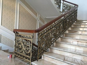 Cầu thang nhôm đúc mẫu 016