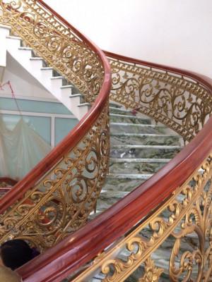 Cầu thang nhôm đúc mẫu 023